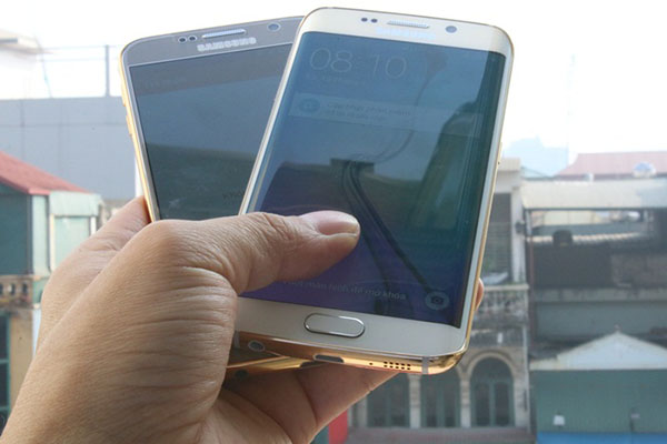 Apple's and Samsung' flagships with luxury variants